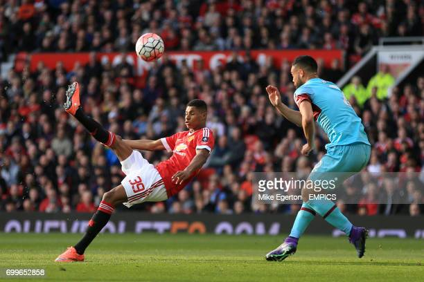 Manchester United's Marcus Rashford attempts an overhead kick as he is closed down by West Ham United's Winston Reid
