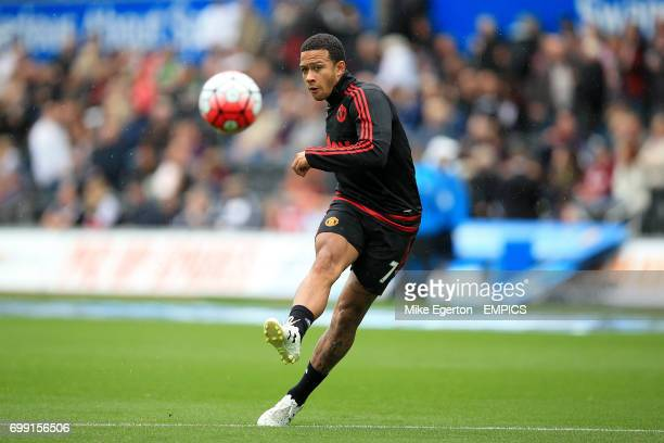Manchester United's Memphis Depay warming up prior to kick off