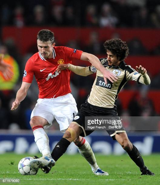 Manchester United's Michael Carrick and Benfica's Pablo Aimar battle for the ball