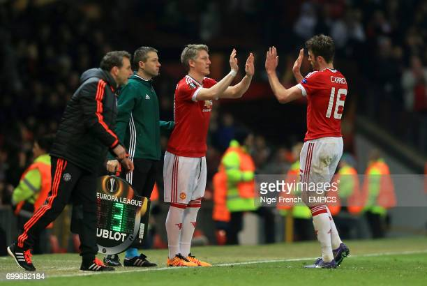 Manchester United's Michael Carrick is substituted off for Manchester United's Bastian Schweinsteiger
