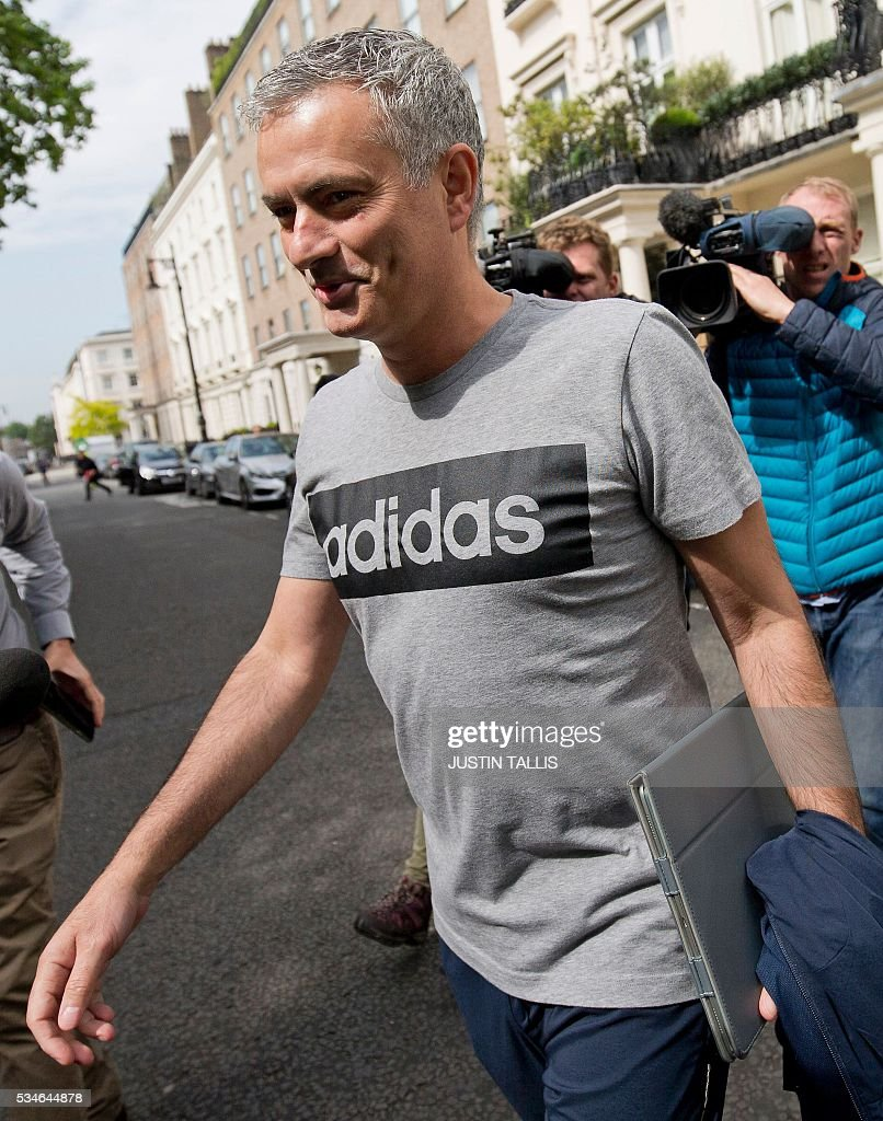 Manchester United's new Portuguese manager Jose Mourinho (C) reacts as he leaves his home in central London on May 27, 2016. Manchester United on Friday anointed Jose Mourinho as their new manager to launch a third bid in less than three years to transform the Red Devils into a title-winning force again. After three days of talks, Mourinho agreed a three-year contract on a bumper salary reportedly worth more than $20 million (19.5 million euros) a year. / AFP / JUSTIN