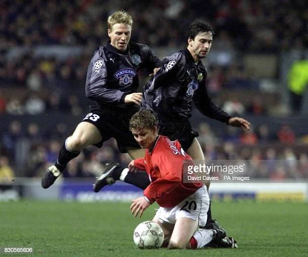 LEAGUE Manchester United's Ole Gunnar Solskjaer is tackled by SK Sturm Graz's Gunther Neukirchner and Robert Ibertsberger during the Champions League...