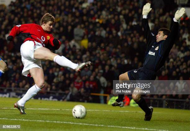Manchester United's Ole gunnar Solskjaer sees his shot saved by Deportivo La Coruna keeper Juanmi during the UEFA Champion's league second group...