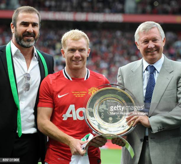 Manchester United's Paul Scholes with manger Alex Ferguson and Eric Cantona during the Paul Scholes Testimonial match at Old Trafford Manchester