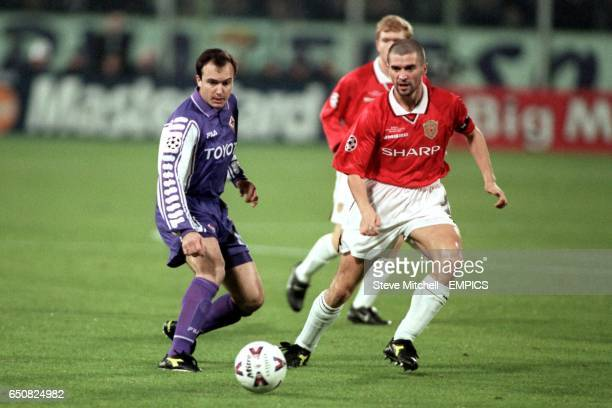 Manchester United's Roy Keane challenges for a ball with Fiorentina's Abel Balbo