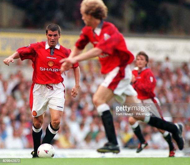 Manchester United's Roy Keane releases the ball to dutch teammate Jordi Cruyff during an attack on the Tottenham Hotsput's goal during their FA...