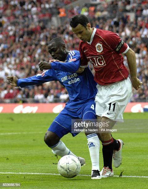 Manchester United's Ryan Giggs and Chelsea's Claude Makelele battle for the ball