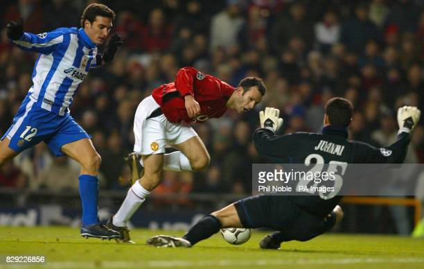 Manchester Uniteds Ryan Giggs is challenged for the ball by Juanmi the goalkeeper of Deportivo La Coruna as Lionel Scaloni looks on during their UEFA...