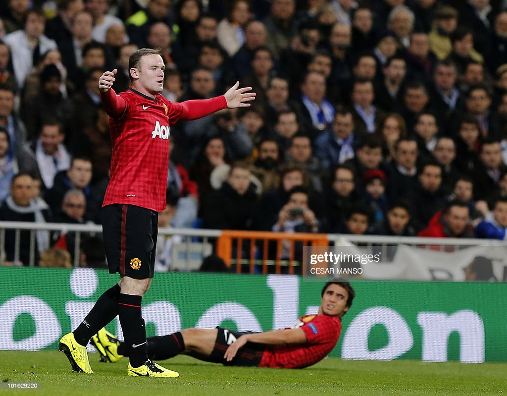 Manchester United's striker Wayne Rooney (L) reacts during the UEFA Champions League round of 16 first leg football match Real Madrid CF vs Manchester United FC at the Santiago Bernabeu stadium in Madrid on February 13, 2013. The match ended in a 1-1 draw. AFP PHOTO / CESAR MANSO