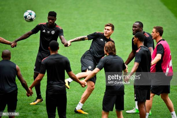 Manchester United's Swedish defender Victor Lindelof kicks a ball next to teammates during a training session at the Luz stadium in Lisbon on October...