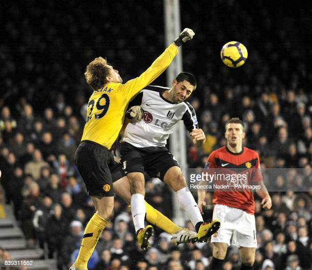Manchester United's Tomasz Kuszczak beats and Fulham's Clint Dempsey to the ball