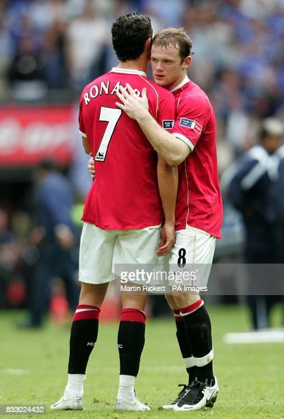 Manchester United's Wayne Rooney and Cristiano Ronaldo stand dejected