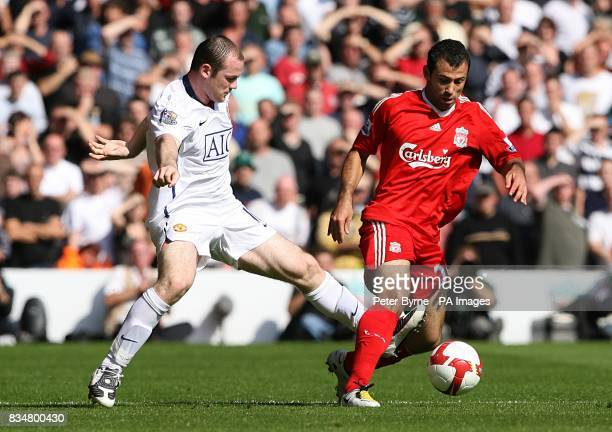 Manchester United's Wayne Rooney and Liverpool's Javier Mascherano battle for the ball