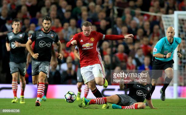 Manchester United's Wayne Rooney and Southampton's Jordy Clasie battle for the ball