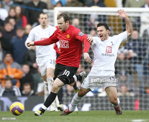 Manchester United's Wayne Rooney and Tottenham Hotspur's Steed Malbranque battle for the ball