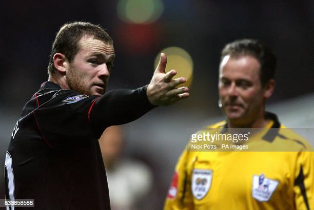 Manchester United's Wayne Rooney appeals to referee Rob Styles