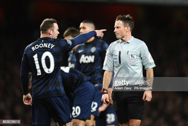 Manchester United's Wayne Rooney argues a decision with referee Mark Clattenburg