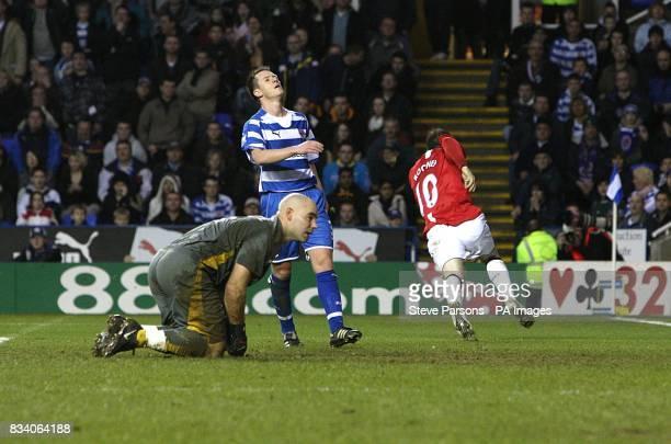 Manchester United's Wayne Rooney celebrates scoring as Reading goalkeeper Marcus Hahnemann sits dejected