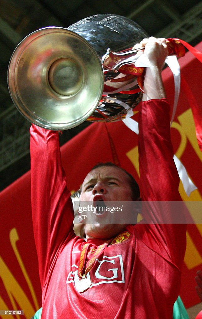 Manchester United's Wayne Rooney celebrates with the trophy after beating Chelsea in the final of the UEFA Champions League football match at the Luzhniki stadium in Moscow on May 21, 2008. The match remained at a 1-1 draw and Manchester won on penalties after extra time. AFP PHOTO /POOL/MICHAEL STEELE