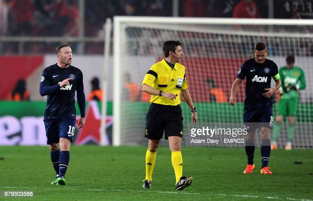 Manchester United's Wayne Rooney gestures to match referee Gianluca Rocchi