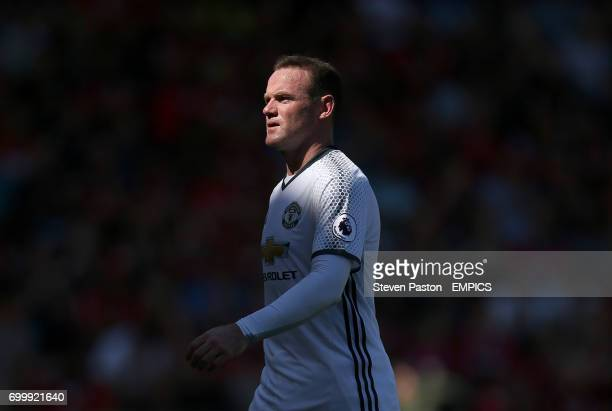 Manchester United's Wayne Rooney leaves the pitch after being substituted