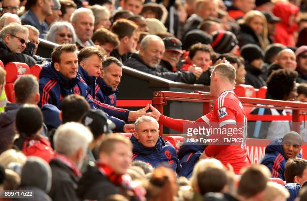 Manchester United's Wayne Rooney shakes hands with manager Louis van Gaal after being substituted