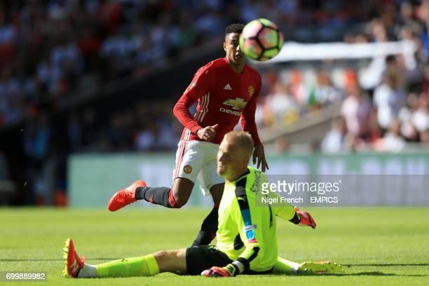 Manchester United'sJesse Lingard scores his side's first goal of the game