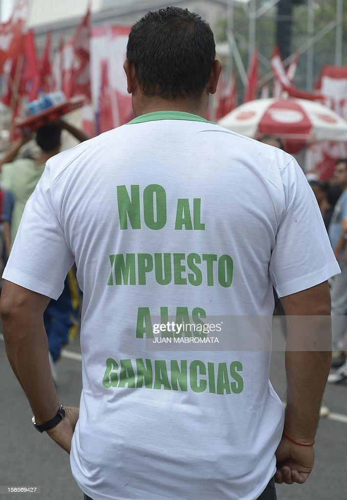 A mand wears a T-shirt reading 'No tax to the profits' during an anti-Government demonstration called by the Union Workers (CGT), Argentine Workers Confederation (CTA), leftist parties, farmers and social organizations at Plaza de Mayo square in Buenos Aires on December 19, 2012 AFP PHOTO / Juan Mabromata