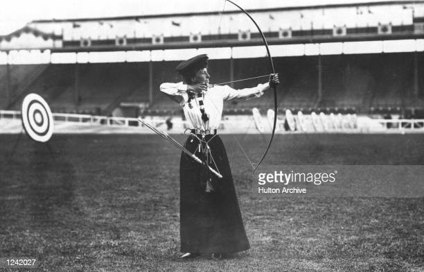 LADIES 'NATIONAL ROUND' ARCHERY AT THE LONDON OLYMPIC GAMES MISS QUEENIE NEWALL Mandatory Credit Allsport Hulton/Archive