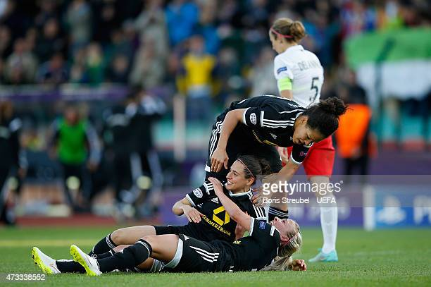 Mandy Islacker of Frankfurt celebrates with team mate Vero Boquete and Celia Sasic after scoring the winning goal during the UEFA Women's Champions...