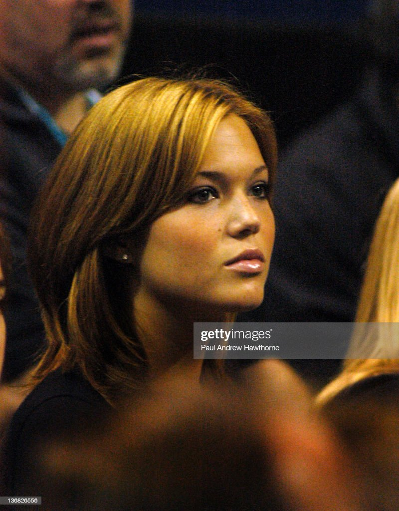 Mandy Moore sits courtside as she cheers on her boyfriend Andy Roddick at the 2004 Siebel Open Finals in San Jose California February 15 2004