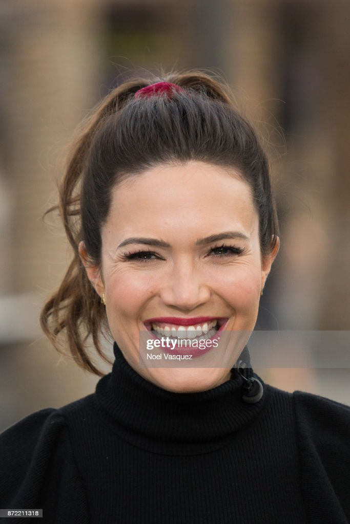 Mandy Moore visits 'Extra' at Universal Studios Hollywood on November 9, 2017 in Universal City, California.