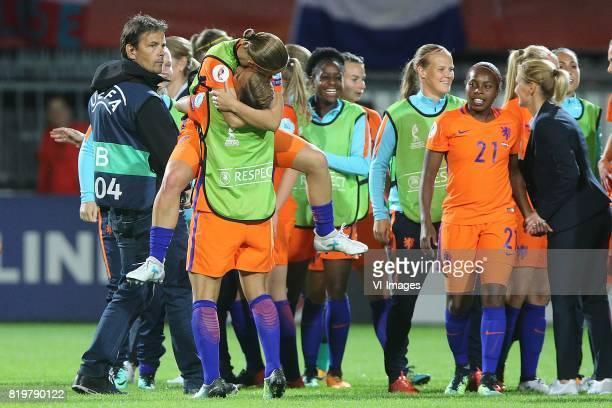 Mandy van den Berg of Holland Women Shanice van de Sanden of Holland Women Lineth Beerensteyn of Holland Women coach Sarina Wiegman of Holland Women...