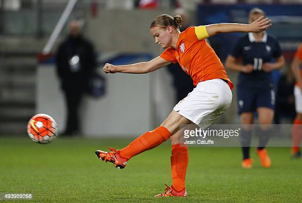 Mandy van den Berg of The Netherlands in action during the women's international friendly match between France and The Netherlands at Stade Jean...