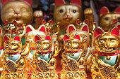 Maneki Neko; Waving Cat for sale; Yuyuan Bazaar