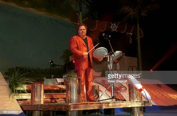 Manfred Durban 'Die Flippers' Bremen Bremer Stadthalle Sänger Auftritt Musikinstrument Bühne Mikrofon Band Brille