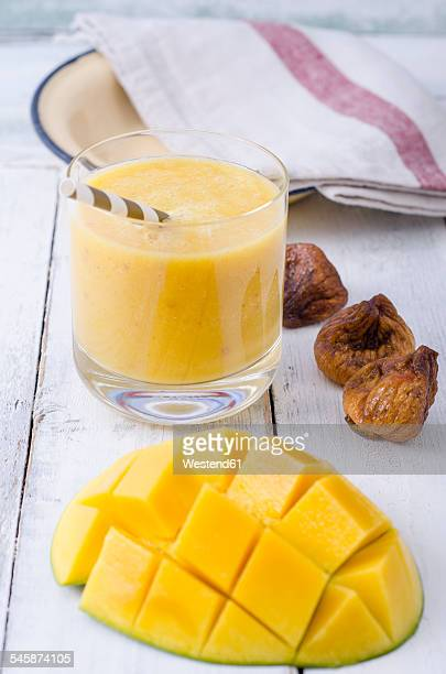 Mango smoothie and dried figs