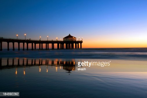 Manhattan Beach Pier in nighfall