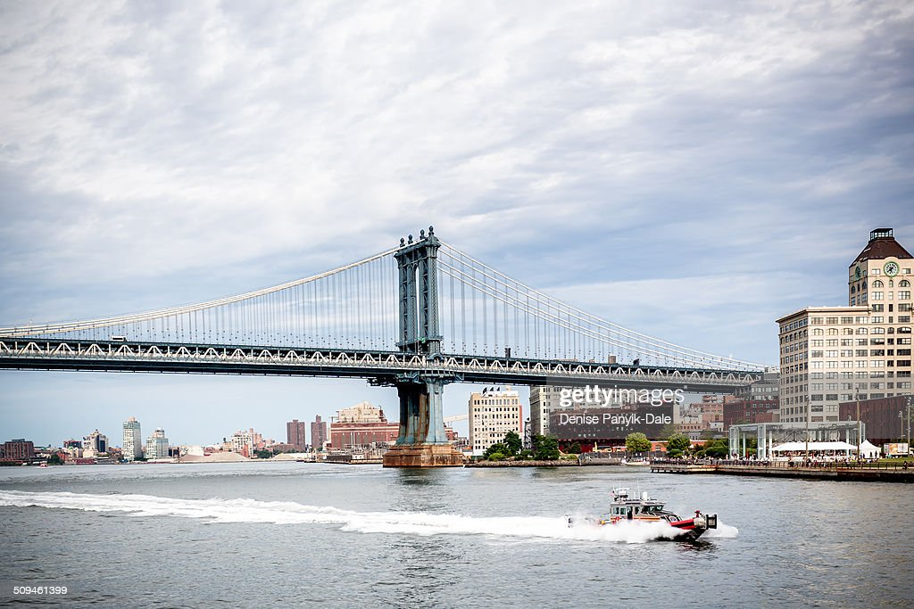 Manhattan Bridge with FDNY fireboat
