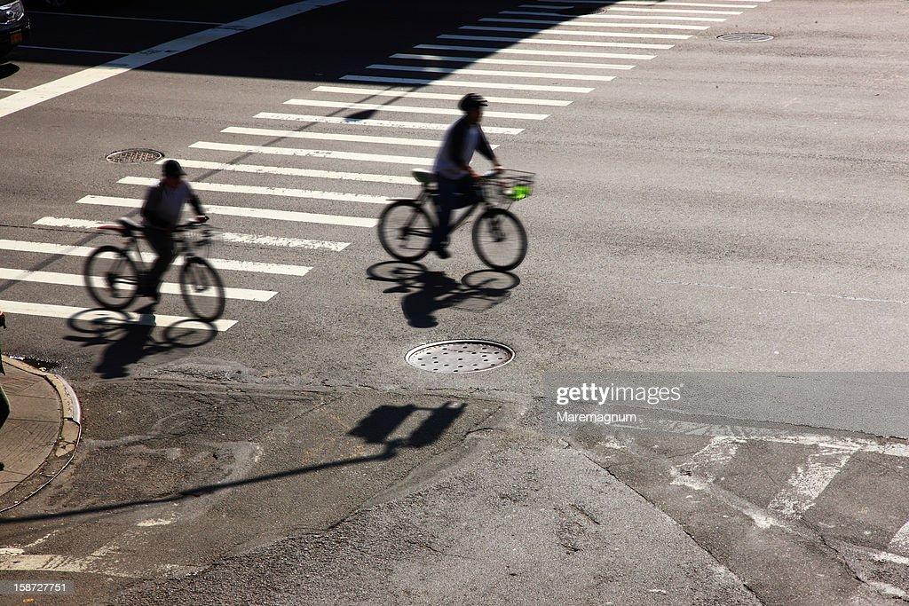 Manhattan, Queensboro Bridge, cyclists : Stock Photo