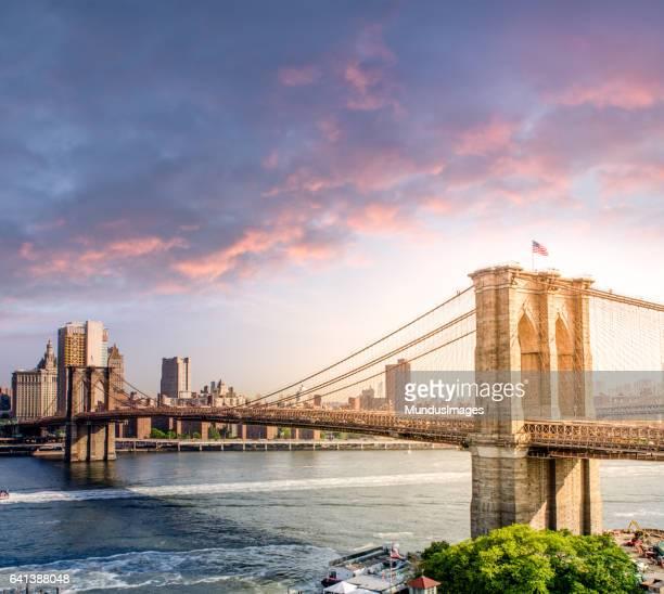 夕暮れのマンハッタンの街並み