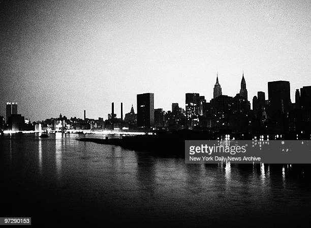 Manhattan skyline during 1977 blackout power failure
