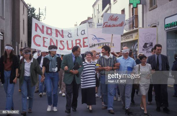 Manifestation contre l'interdiction de projection du film 'Basic Instinct' de Paul Verhoeven programme au Grand Ecran l'unique cinema de la ville Les...