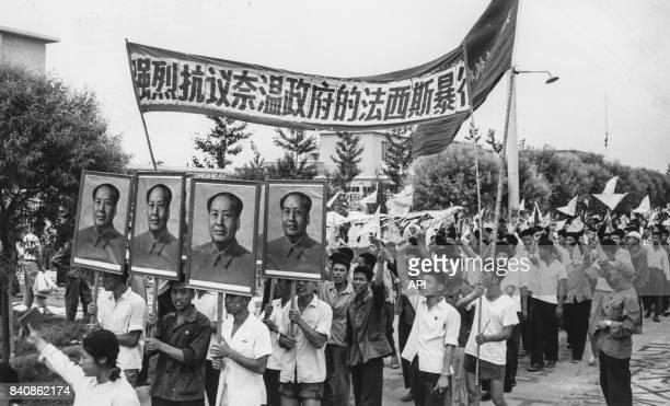 Manifestation devant l'ambassade de Birmanie à Pékin pour dénoncer les violences birmanes contre les chinois expatriés le 1er juillet 1967 chine
