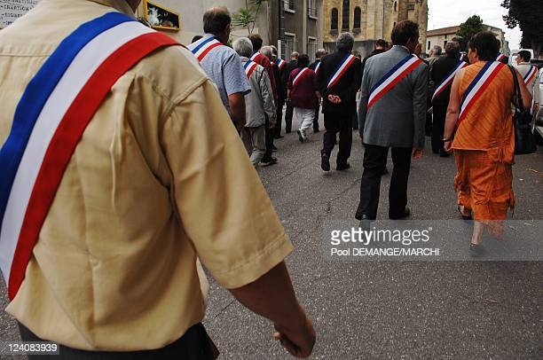 Manifestation of the mayors of the towns of the Meuse for the maintenance of the 8th artillery regiment of Commercy and of the forces armed in Meuse...
