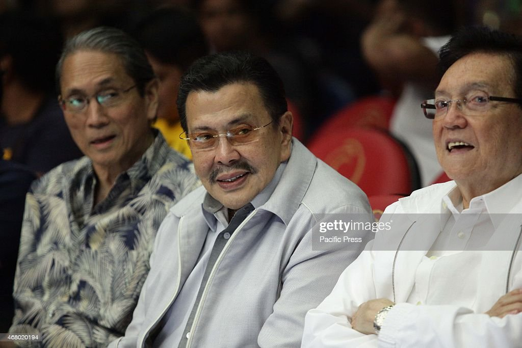 Manila Mayor <a gi-track='captionPersonalityLinkClicked' href=/galleries/search?phrase=Joseph+Estrada&family=editorial&specificpeople=553277 ng-click='$event.stopPropagation()'>Joseph Estrada</a> (C) attends the boxing event at the Araneta Coliseum on Saturday.