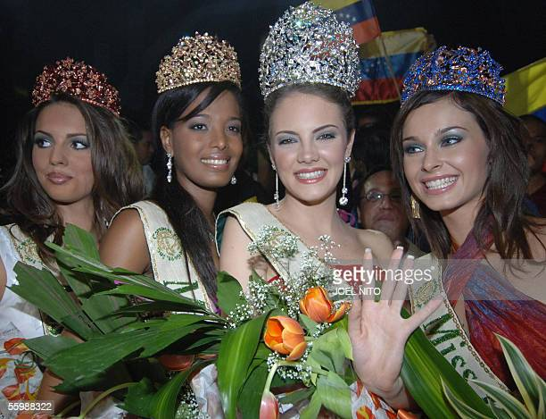 Alexandra Braun Waldeck of Venezuela waves as she is crowned Miss Earth 2005 in Manila 23 October 2005 flanked by winners Jovana Marjanovic of Serbia...