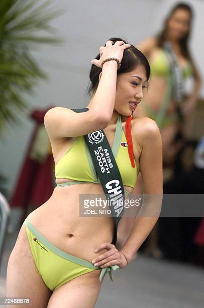 Mengting Zhou from China a contestants for the 2006 Miss Earth beauty pageant in Manila poses for photographers during a swimsuit presentation at a...