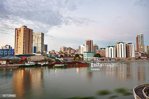 Manila skyline al tramonto