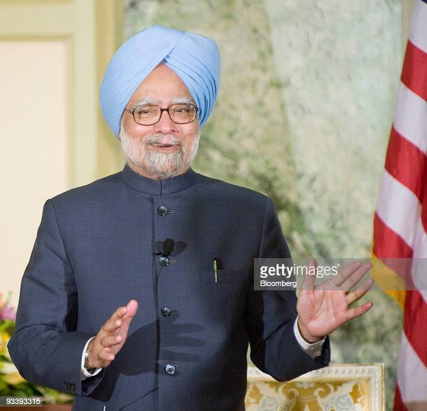 Manmohan Singh prime minister of India speaks during a meeting with US Treasury Secretary Timothy Geithner in Washington DC US on Wednesday Nov 25...